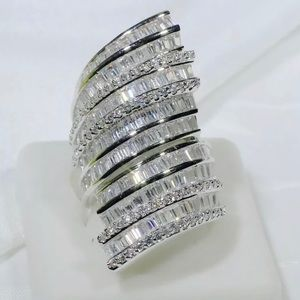 18KGF STATEMENT RING SIZE 5-9 available
